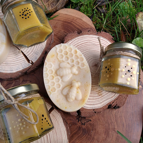 beeswax honey natural soap and candle wood slice gift set le savon suavage